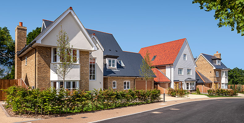 LONDON SQUARE CHIGWELL VILLAGE 	4 & 5 BEDROOM HOMES IN A BEAUTIFUL GATED DEVELOPMENT