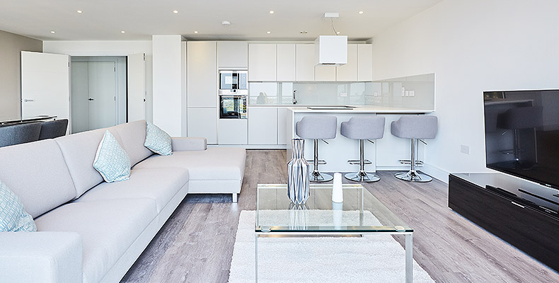 LONDON SQUARE STREATHAM HILL 	THREE BEDROOM SHOW APARTMENTS OPEN DAILY