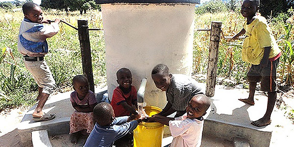 London Square funds the building of a water well in Manicaland